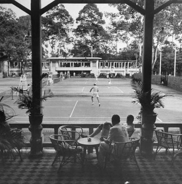 Sân quần vợt Hội Xẹc năm 1948 là nơi đến của những tay chơi giàu có.