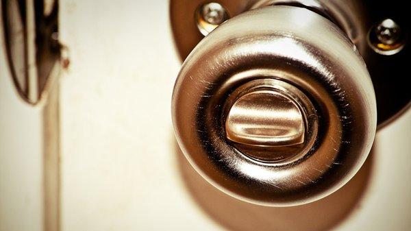 Tay nắm cửa bằng đồng có thể tự nó diệt sạch vi khuẩn trong 4 tiếng