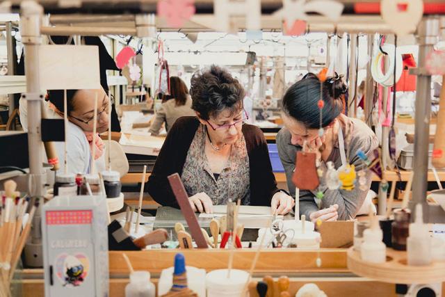 Chỉ một vài nghệ nhân được cho phép bước vào nhà xưởng để sản xuất những chiếc túi đắt giá nhất thế giới
