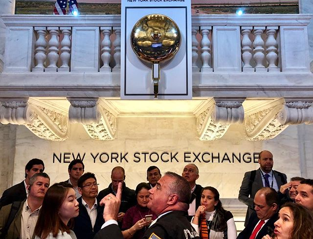 In the name of money #shotoniphone . . . . . . . . #newyork #financialdistrict #downtownmanhattan #nyse #stock #ilovenewyork #openingbell #morningamerica #portrait #composition #money #wednesday #instagram #financialeducation #experience #vibe