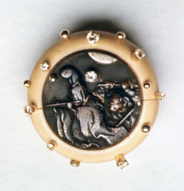 #104 THEATRE FIGURES KAGAMIBUTA NETSUKE_  diamonds .jpg