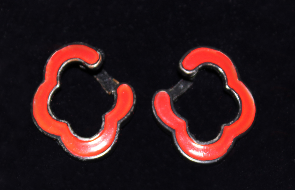 RED ENAMEL EARRINGS-1971