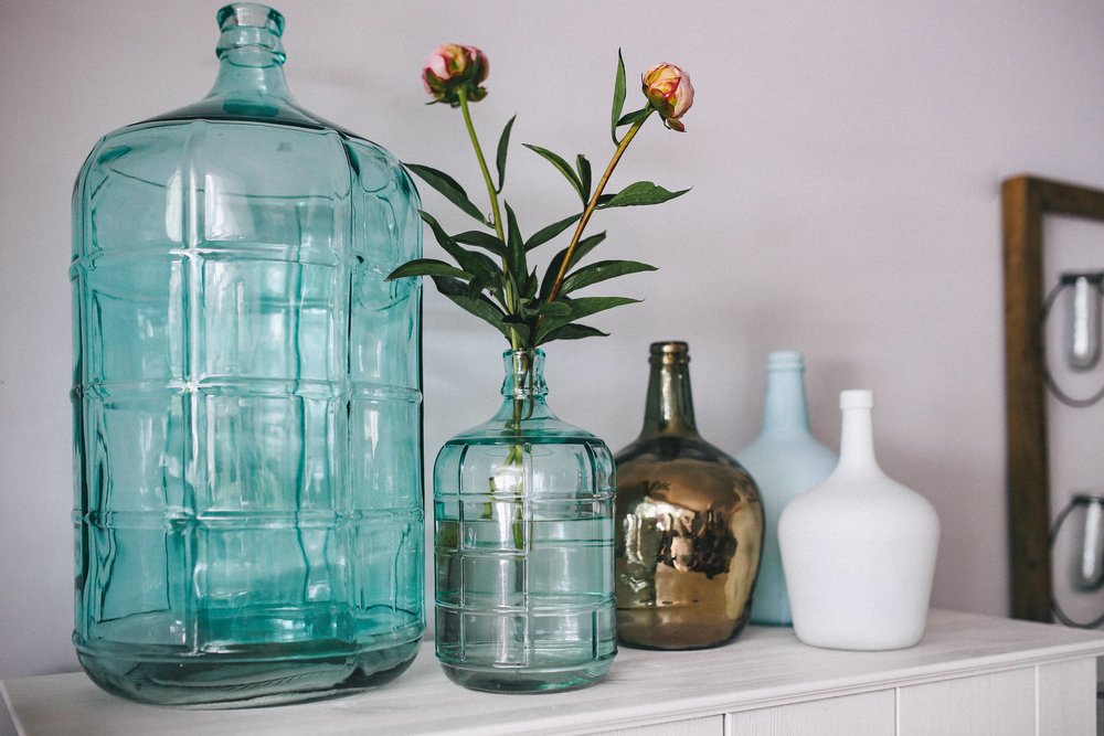 kaboompics_Jugs and flowers on a wardrobe.jpg