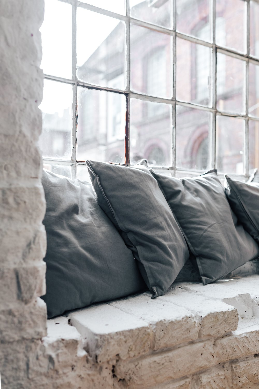 kaboompics_Pillows by the window.jpg
