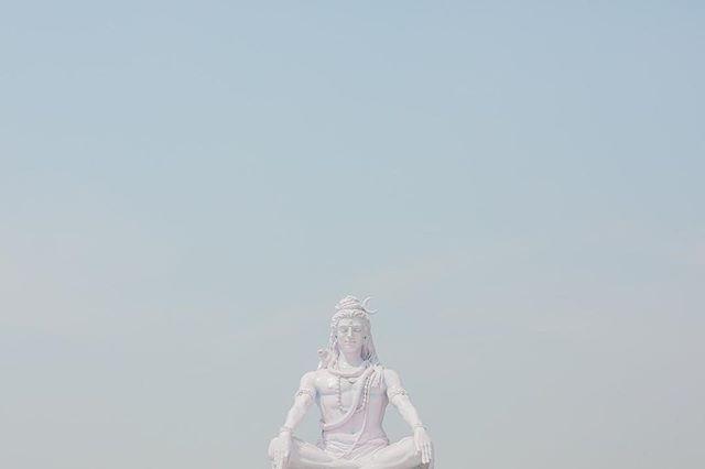 Namaste • • • • #travelindia #rishikesh #parmathniketan #shiva #gangaarti #namaste #travelanywhere #india
