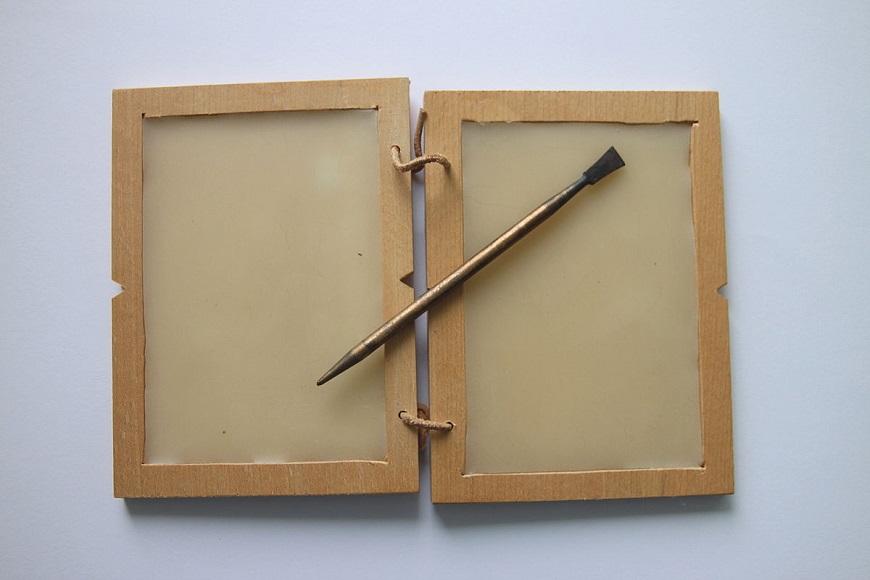 Tabuleta de cera romana, usada também na Idade Média.