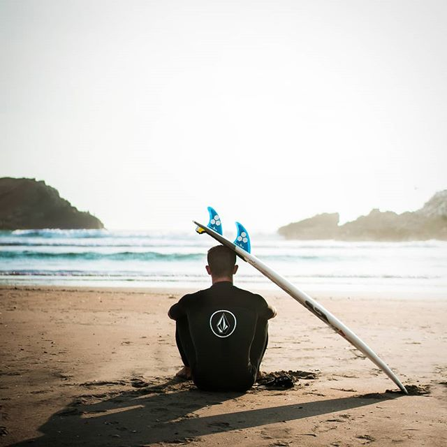 Tired of protecting the bottom of your board with your head?! Save time and headaches by switching to ShredPad! #shredpad  #shredit #ocean #surfer #headaches #meditate #peaceful #shredderoftheweek #shredder #bottomsup #sandiego #Californiasurf #portablestand #boardprotection