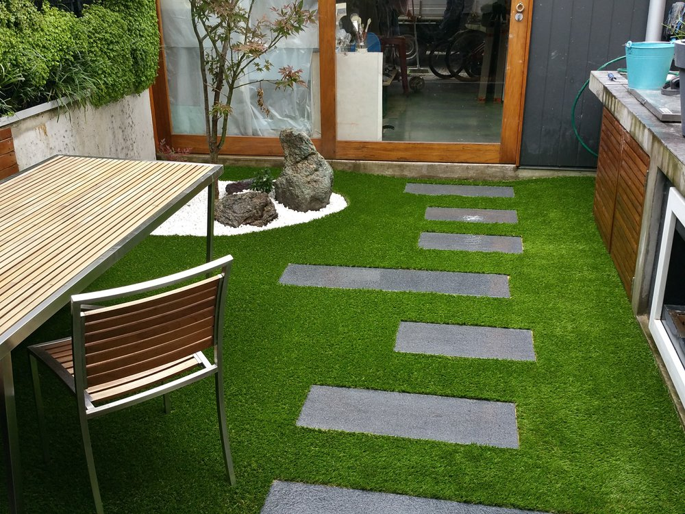 The granite stepping stones is set amongst the Royal Grass Deluxe, giving this space a soft inviting feel. Our highly trained synthetic grass installation team can complete the most tricky of installations.