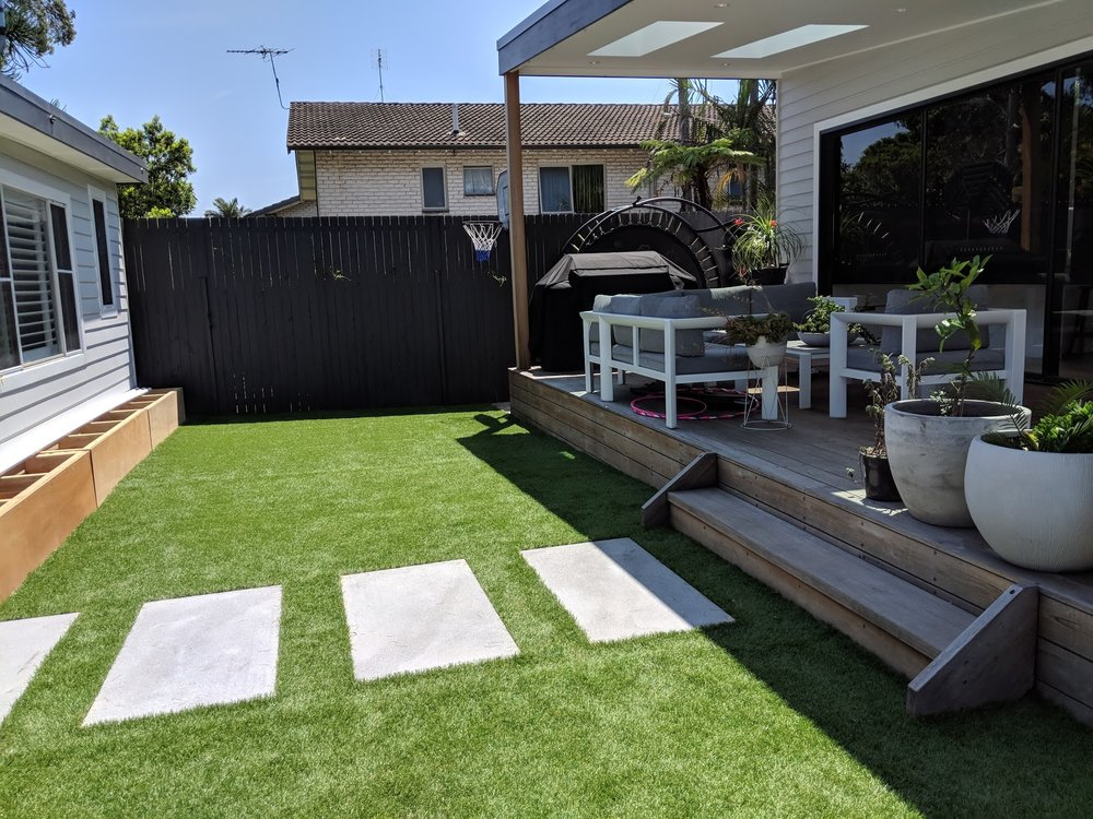 This back garden was transformed using Royal Grass's new product line Sense. Sense is 52mm in blade length and is lush to walk on.