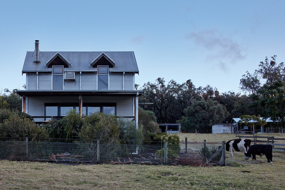 nathan-k-davis-architecture-architectural-photography-interior-exterior-residential-macks-creek-air-bnb-cottage-country-gippsland-1