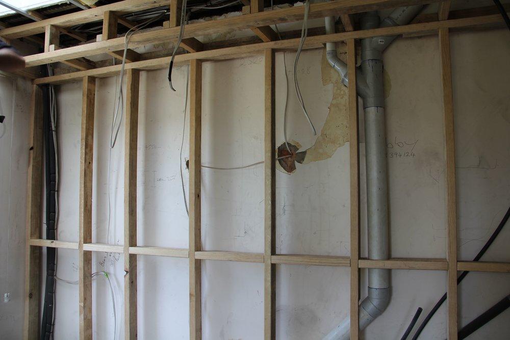 HK sittingroom wall-plumbing02.jpg