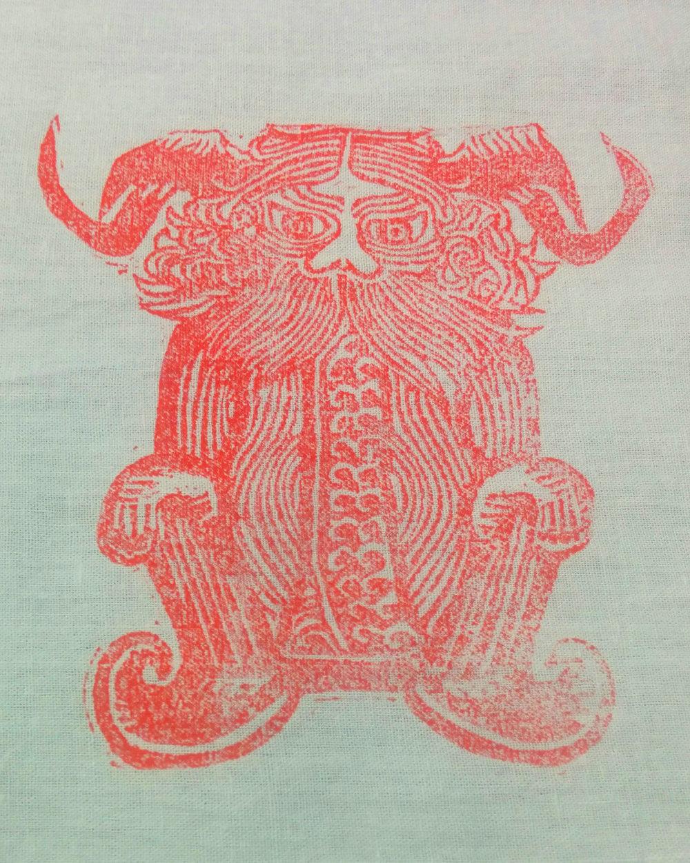 Judul : Si Gendut yang cemberut Artis : Tata Medium : Lino Cut Print di kain blacu