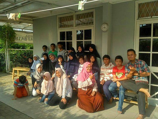 Keseruan hari ini. Keluarga besar SMC Serbarupa berkumpul. Sekalian farewell mbak @inakarlin20