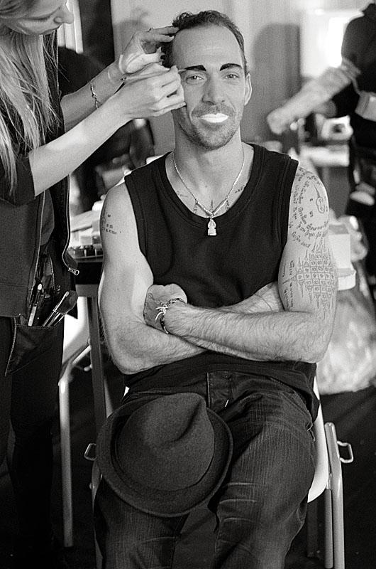 maquillage sourcils homme tatoué