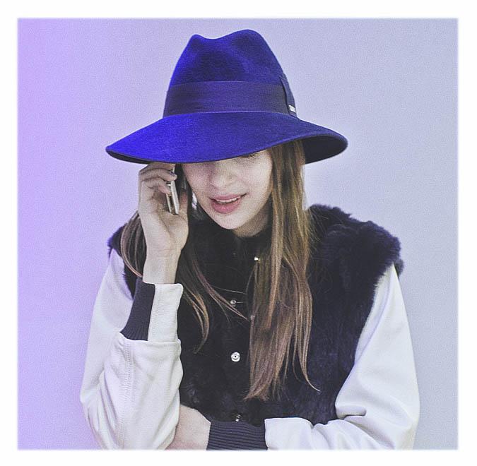 chapeau bleu femme