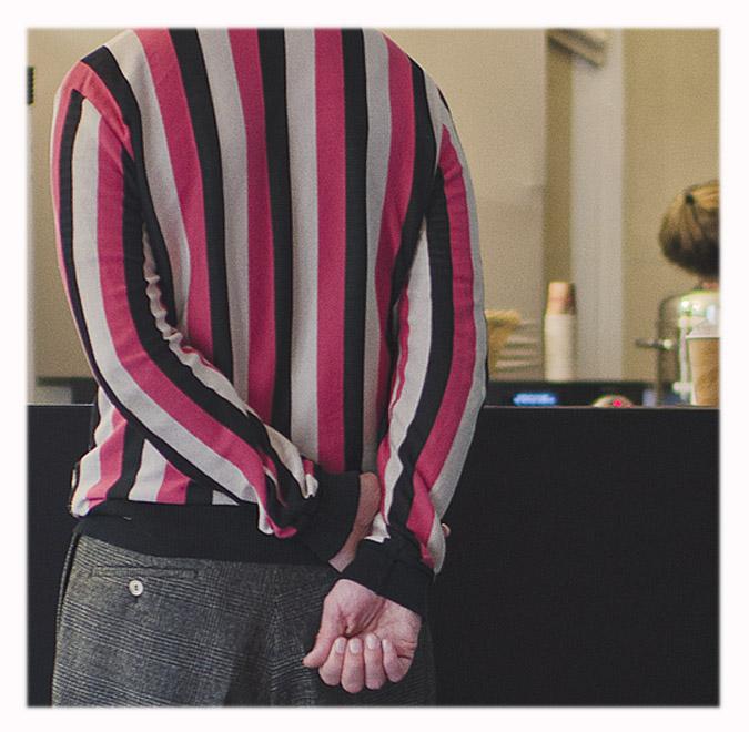 pull rayé rose blanc et noir