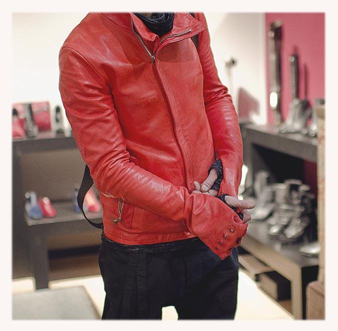 veste cuir rouge style motard