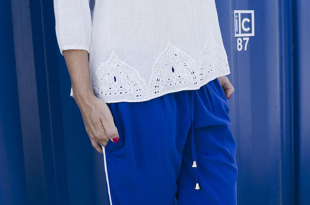 top nacre et pantalon bleu klein