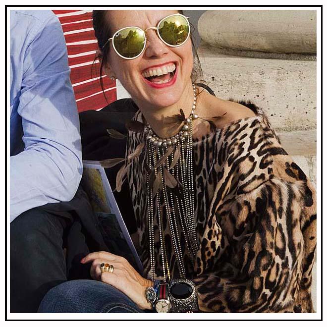Bijoux et lunettes de soleil rondes