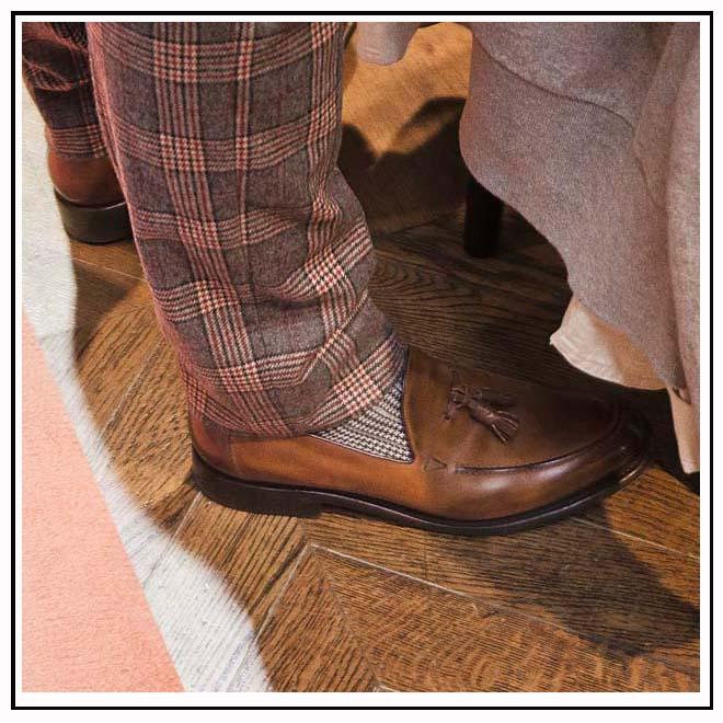 Pantalon tartan et derbies en cuir