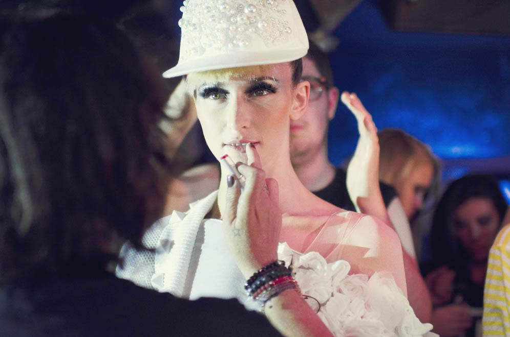 Retouche maquillage mannequin défilé