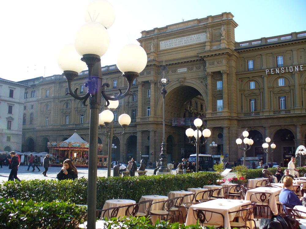 Gilli_(Florence)_Piazza_della_Repubblica.jpg