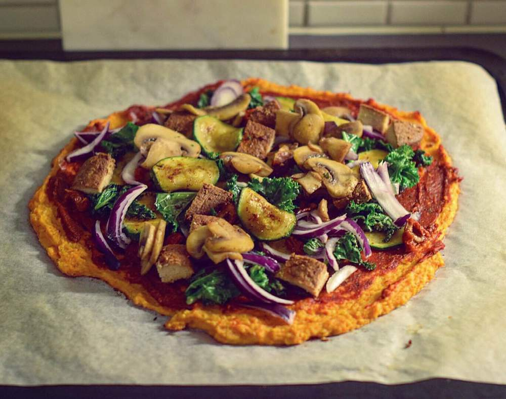 Sweet potato pizza with kale, red onions, ginger quorn, zucchini and mushrooms.