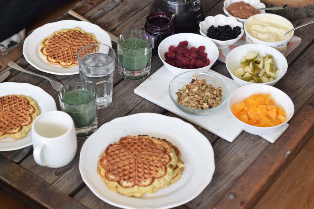 Banana waffles with all the topping you can imagine; Oranges, peanut butter, granola, pears, raspberries, blueberries, vanilla quark, chia and blueberry jam.