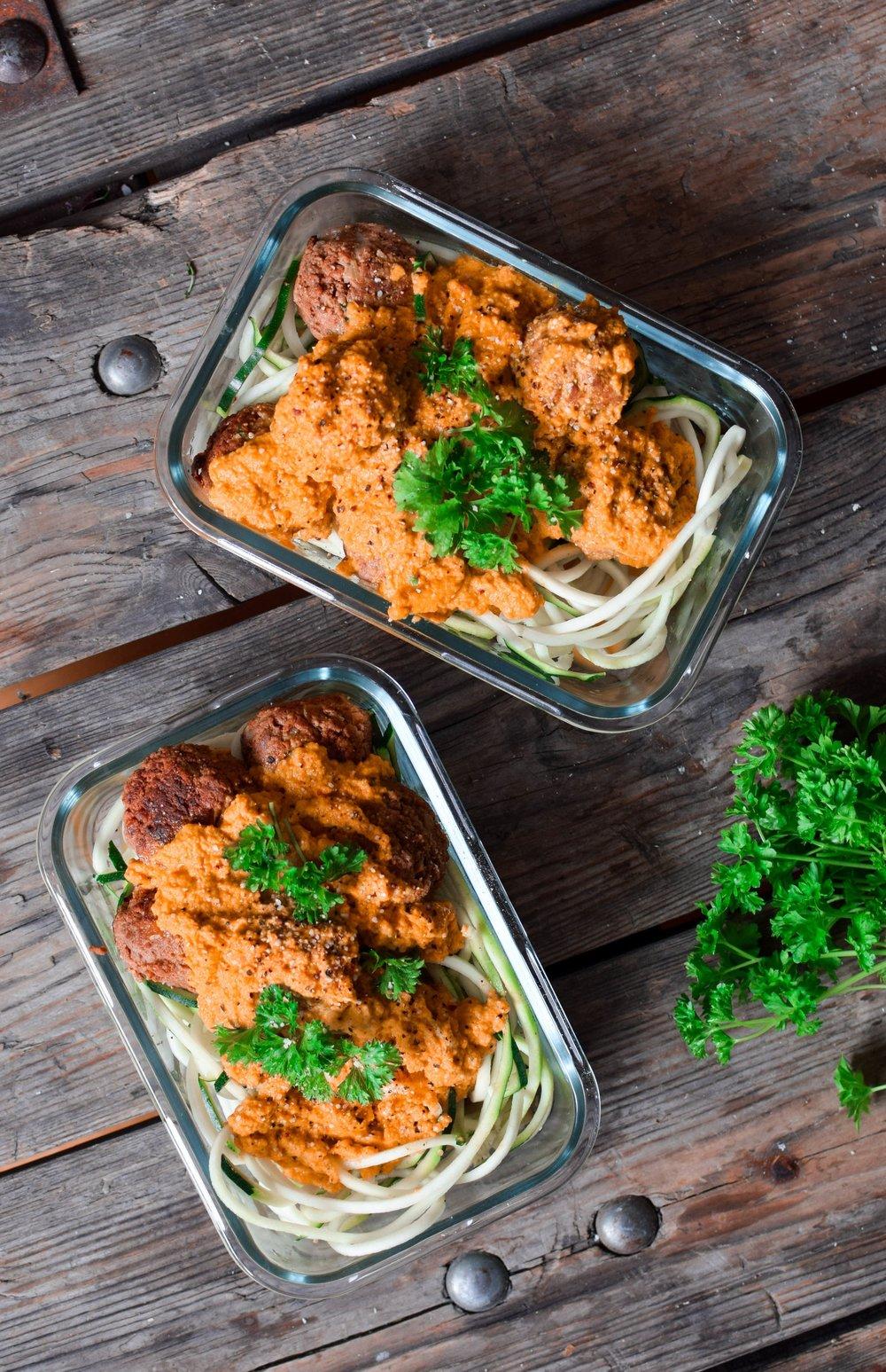 Vegobullar med rostad paprikasås och zucchininudlar 2
