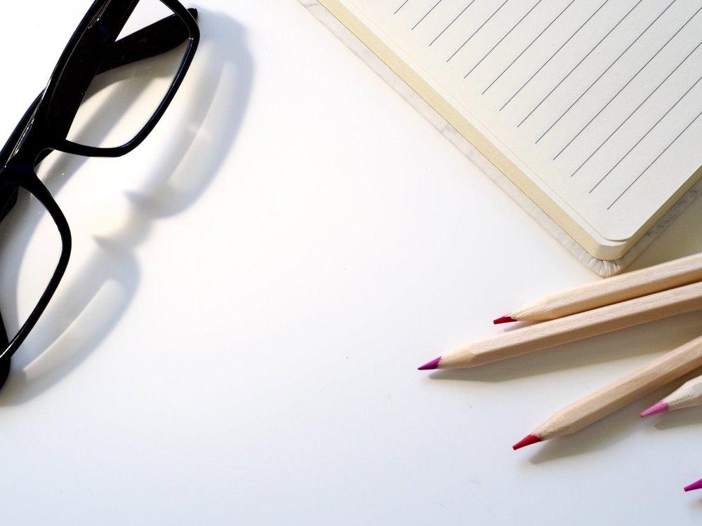 Exempel på åtgärder vid psykiskt påfrestande arbete: - Regelbundet stöd av handledare eller tillgång till annan expert inom områdetSärskilda informations- och utbildningsinsatserHjälp och stöd från andra arbetstagareRutiner för att hantera krävande situationer i kontakter med kunder, klienter