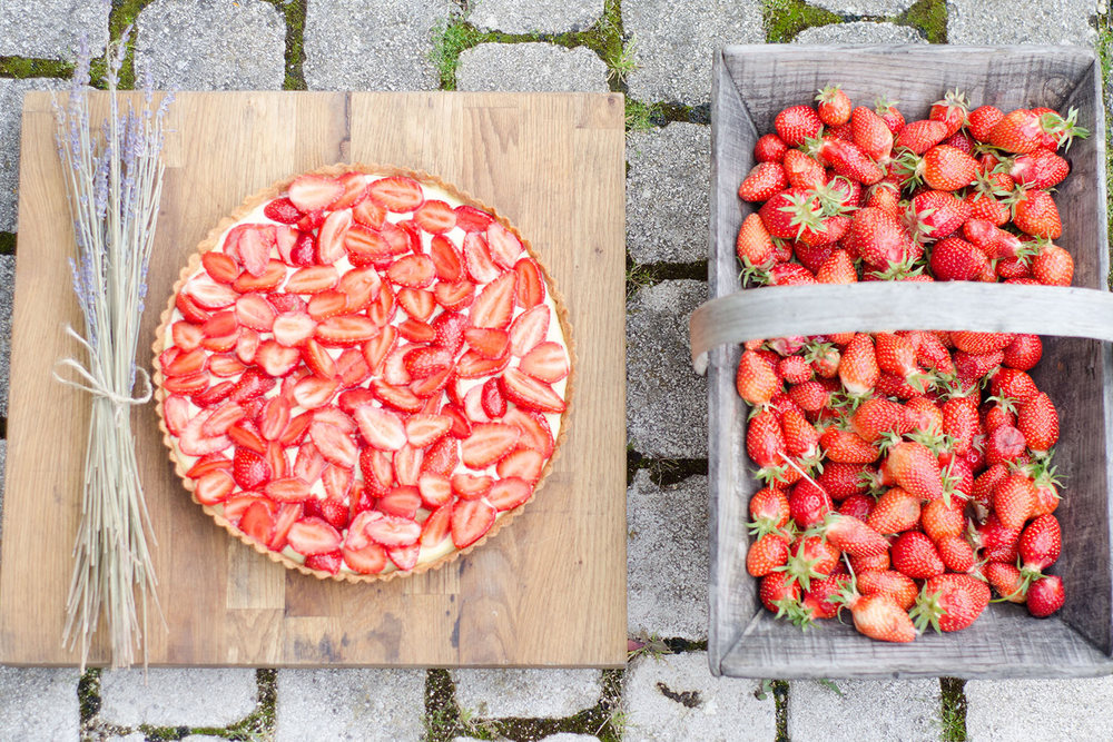 Strawberries-and-tart.jpg