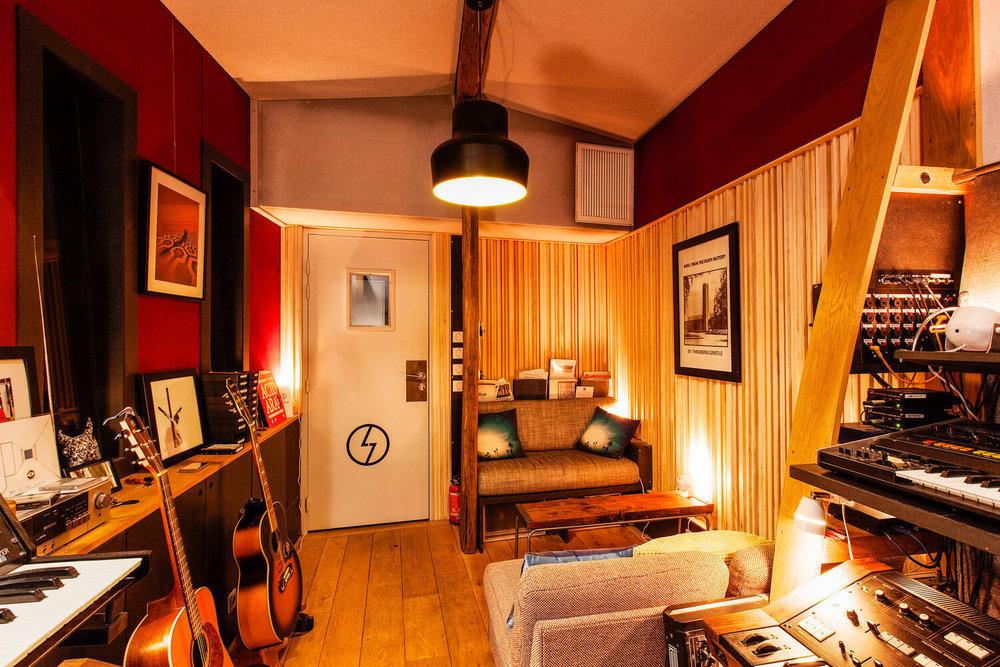 RED HOUSE_Shelter studio 5.jpg