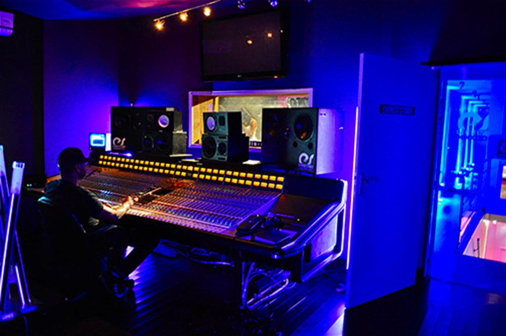 RED HOUSE_Everest studio 1.jpg