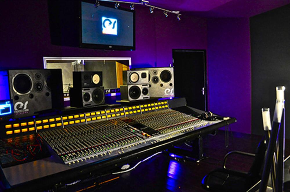RED HOUSE_Everest studio 2.jpg