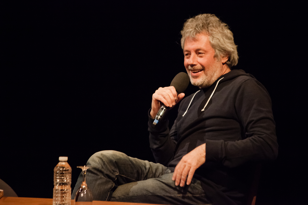 Puis il a conquis le public rencontre après rencontre, il s'est exprimé, en français, sur tous les sujets qui traversent son œuvre - de la création littéraire, à la musique, de la politique aux nouvelles technologies.
