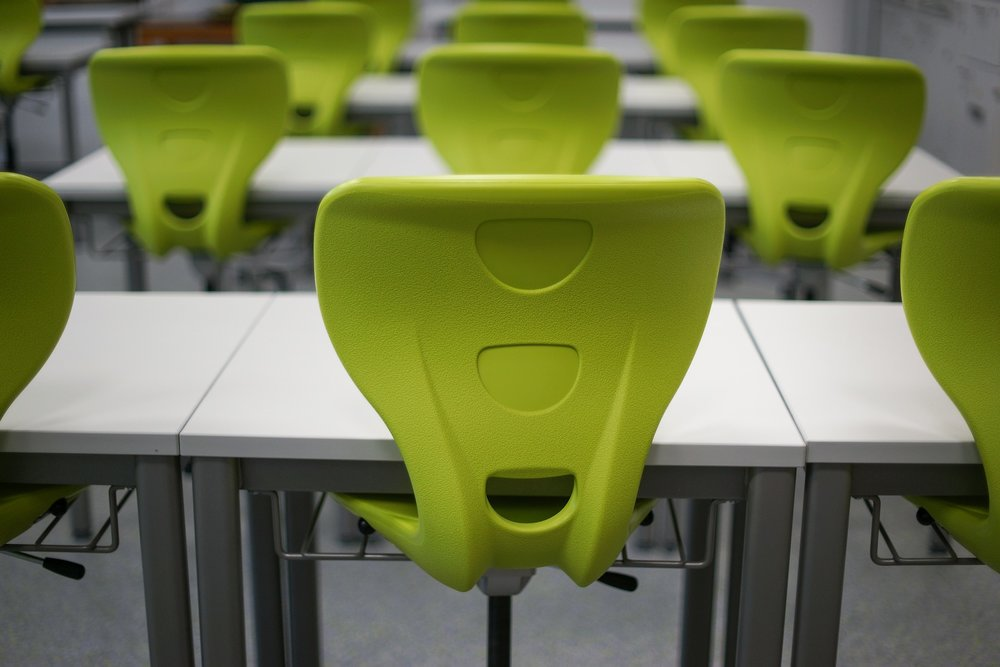 Visually sparse classroom. Image from Pixabay