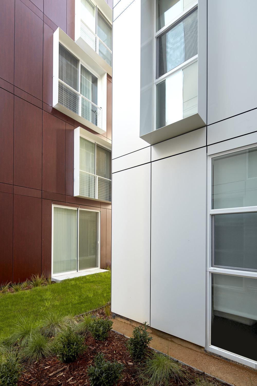 garden-village-dwight-stanley-saitowitz-natoma-architects-inc-01.jpg