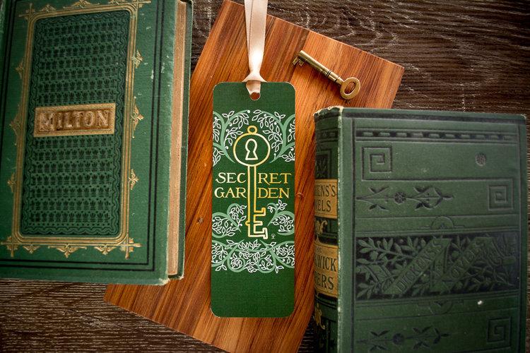 Petites boutiques en ligne de papeterie Secret+Garden+bookmark+front