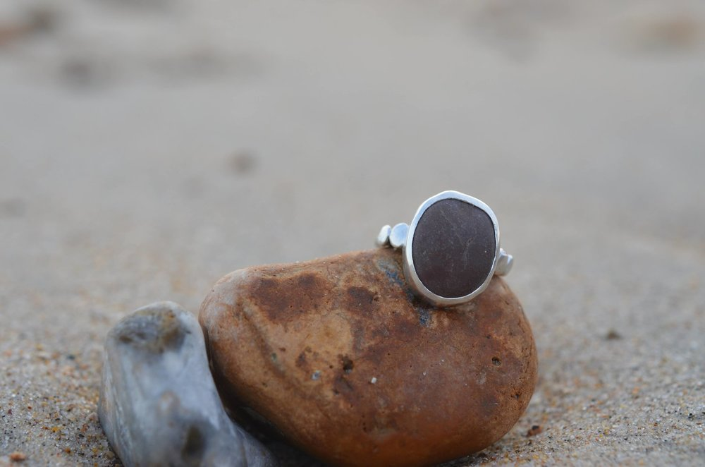Silver Pebble Ring with 2 Pebble Granules on shoulders £90.