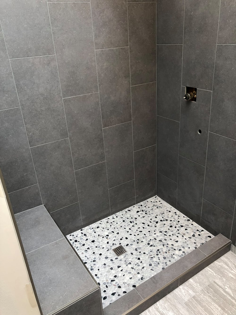 vivian bathroom 2.jpg