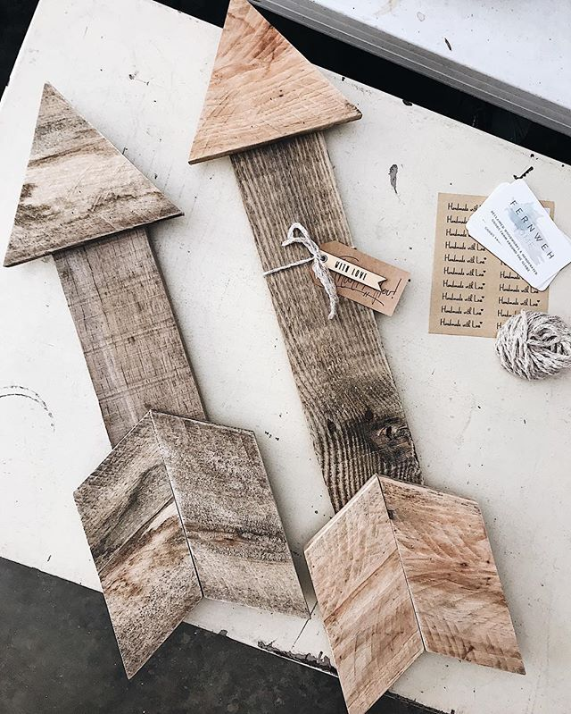 Follow your arrow wherever it points ➕ any Kacey Musgraves fans out there? 🙋🏼♀️ and speaking of arrows if you didn't know I have small and large size currently available online and ready to ship! Each is reclaimed wood and has SO much character and texture goodness 👌🏼