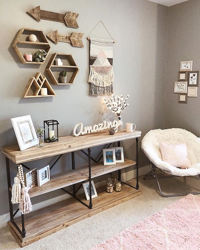 A friend of mine redid their 15 year olds bedroom and I'm pretty sure this high schooler has better style than me 🙈 but seriously how cute is this! Very honored that she Included some of my shelves and Pom Poms in the design! Aaaaaand our shop update is now live with a new batch of shelf sets so click that link in profile to shop 🥂