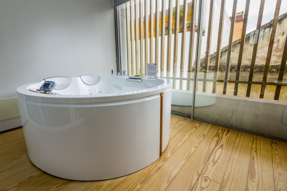 Personal Jacuzzi bath tub