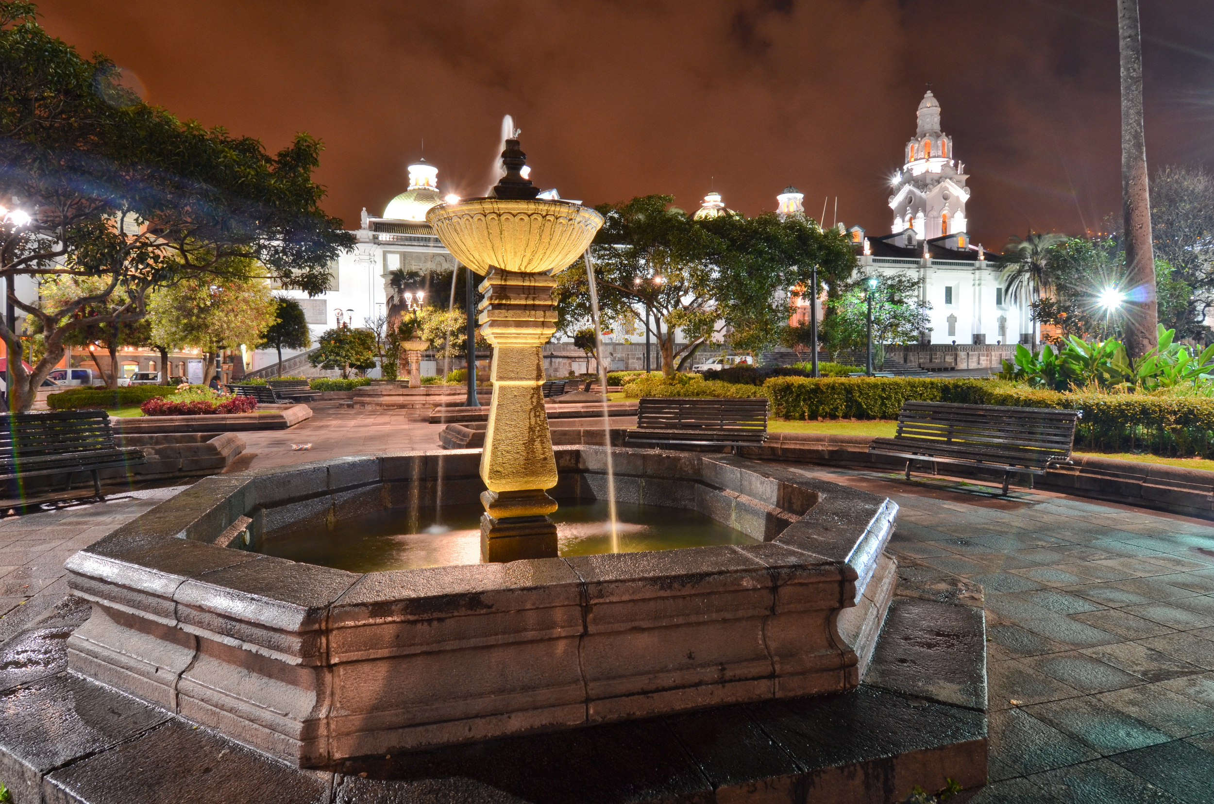 Quito Plaza Grande at night