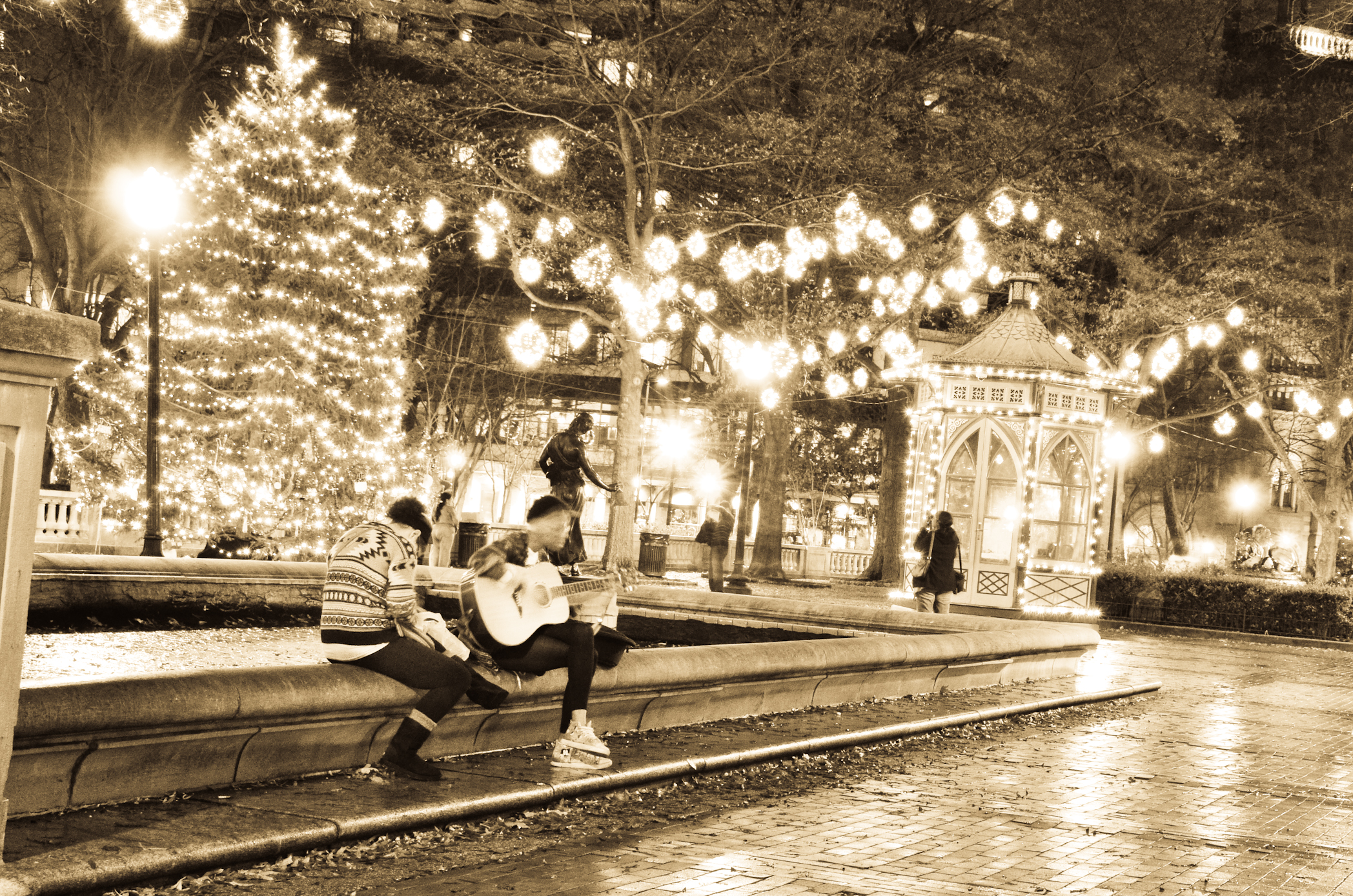 Rittenhouse Square, philadelphia at night, philly, city of brotherly love, philly parks