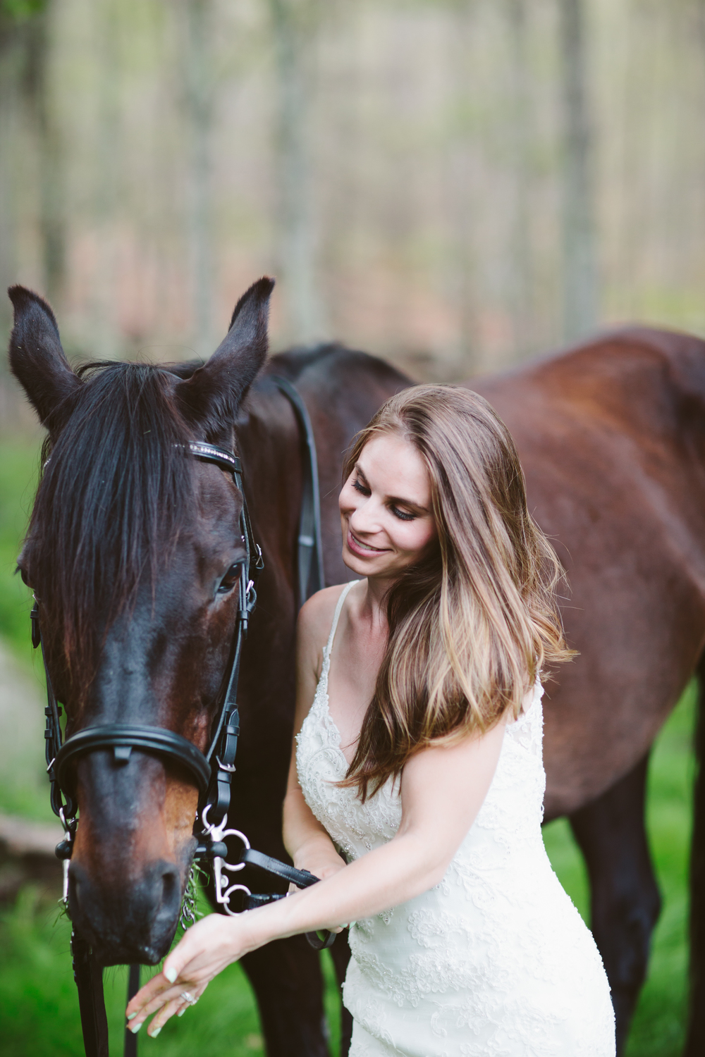 Photographybyamandamorgan-horse-wedding-bride-1.jpg