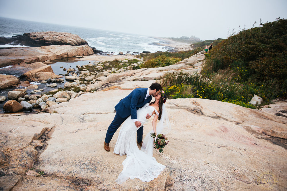 Narragansett-RI-Beach-Wedding-Amanda-Morgan-28.jpg