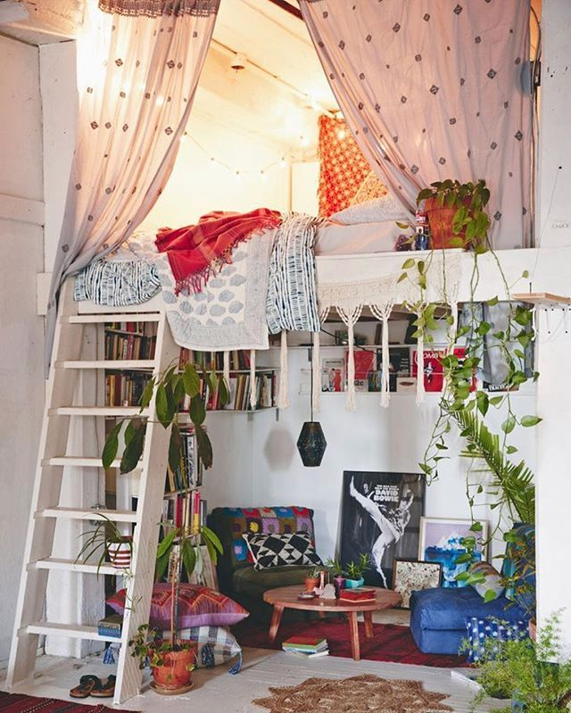 It's Friday. We made it. Time to PLAY! The first week back after a holiday is always a long one... 🤣🍷 Next up on my Dualities + Design series: Playful vs. Serious interiors. This space is the most playful - the lofted bed def reminds me of the forts @happygardensucculents and I used to make when we were kids. 🌿 The whole vibe is lively, whimsical, and light-hearted. Playful spaces typically have a free-spirited vibe, with lots of mixing of patterns, colors and styles... sometimes even a touch of humor (like the banana photo in my stories!)🍌🍌🍌 Do you think there is room to play when it comes to interior design? Sound off below! Also.. anyone know the designer? #playfuldesign #playallday #designworthy