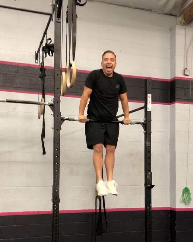 Look at that face! Congrats to @calimigs for not only getting his bar AND ring muscle ups yesterday, but doing them in the workout! Way to go, Migs! #hwpo #crossfit #crossfitsynapse #thegymnastmethod #cfgymnastics #firstmuscleup