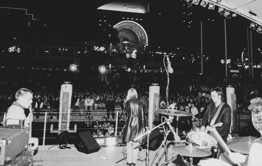 merril-bainbridge-live-sydney.jpg